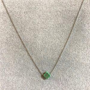 Collier argenté pendentif trèfle pailleté